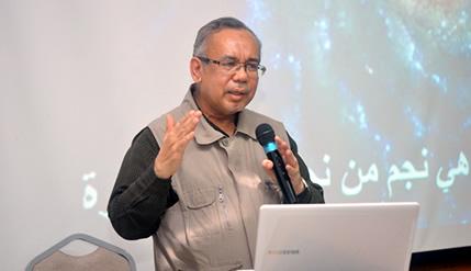 Prof Madya Dr Mat Rofa Ismail memenangi Anugerah Karya Ilmiah 2014